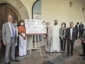 Remise de chèque symbolique à l'abbaye de Lagrasse par la fondation patrimoine
